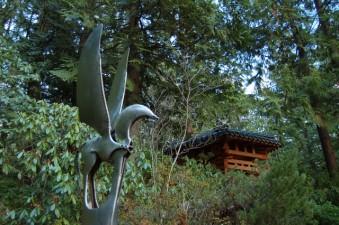 bellingham-big-rock-garden-horse-sculpture-pagoda